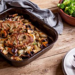 Lamb steak with baked mushrooms, shallots and broccoli