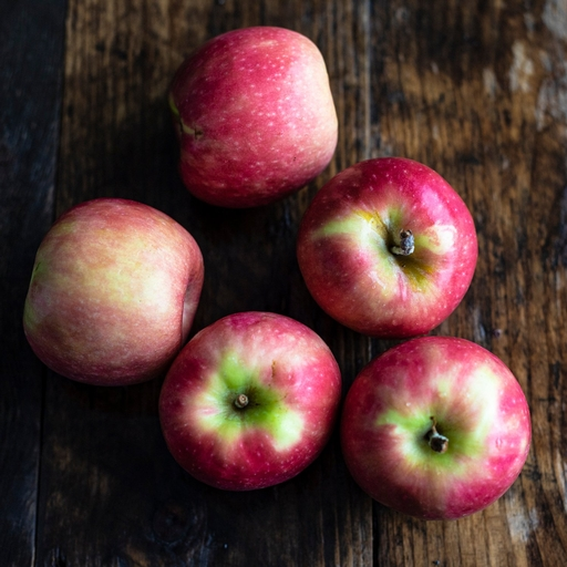 Cripps Pink apples 750g