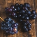 Seedless black grapes 350g
