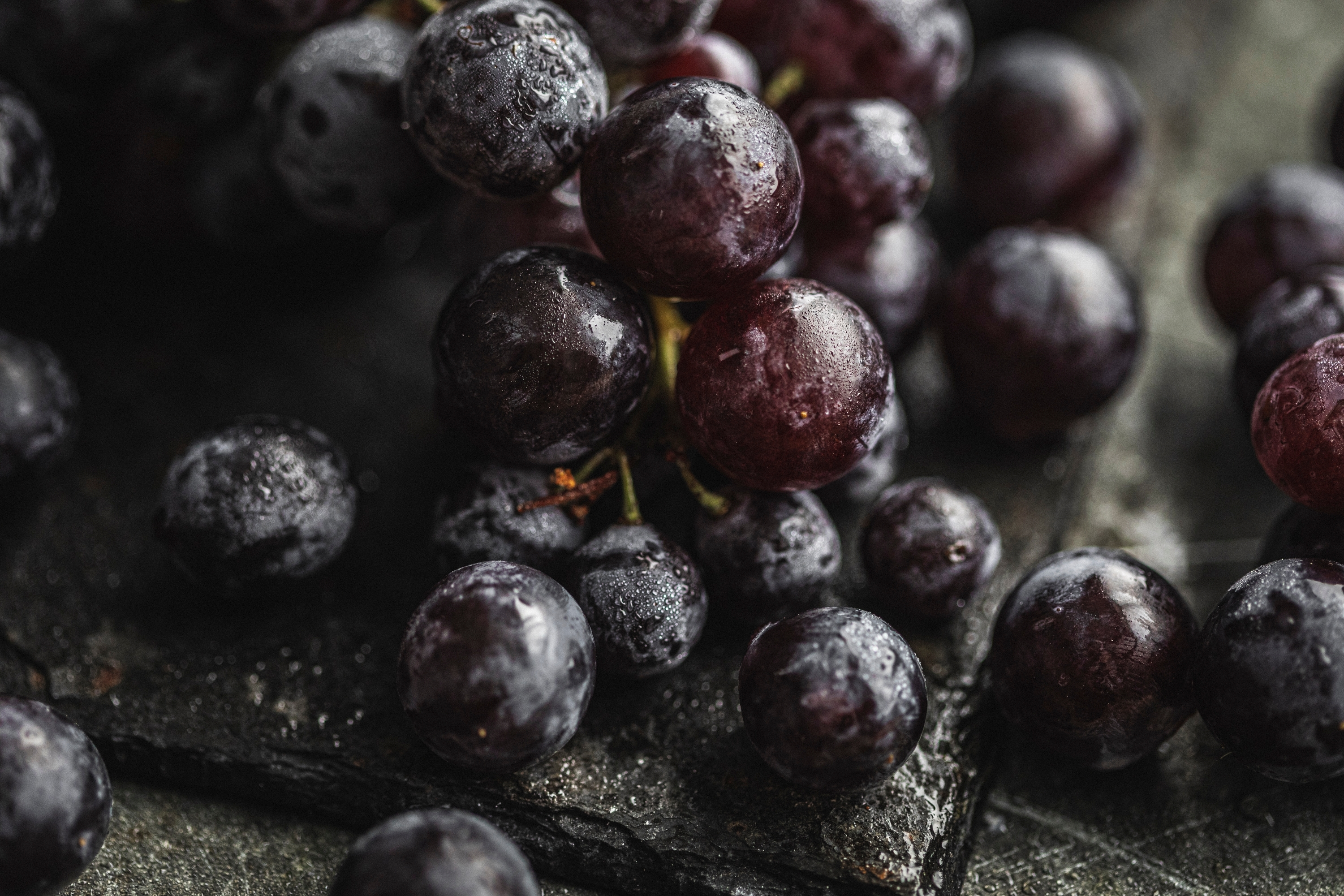 Seeded black muscat grapes