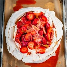 Rhubarb & Strawberry Pavlova Kit