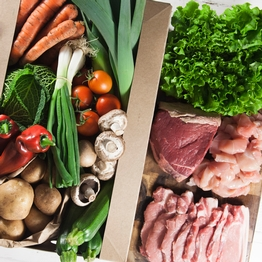 Seasonal organic veg box plus meat - large