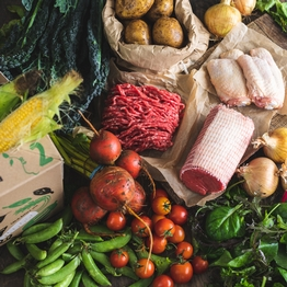 Seasonal organic veg box plus meat - medium