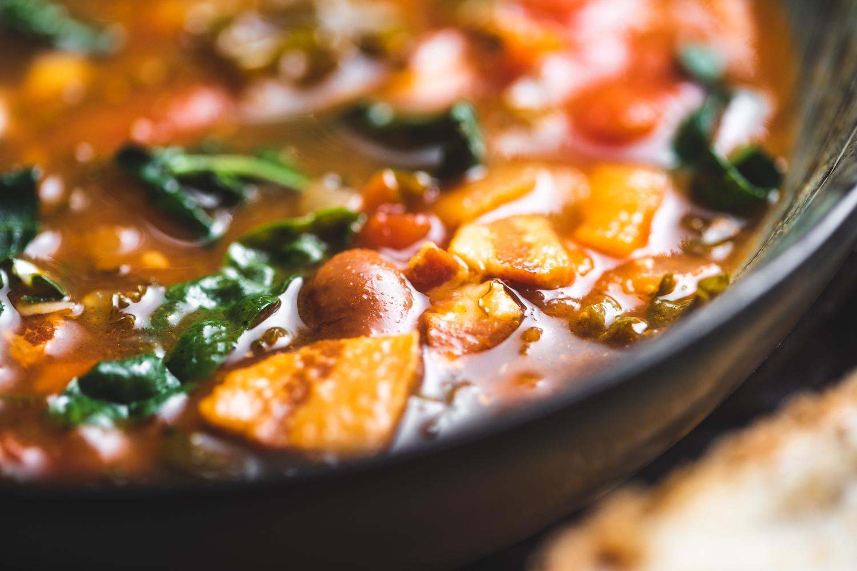 Smoked bacon, kale & borlotti soup